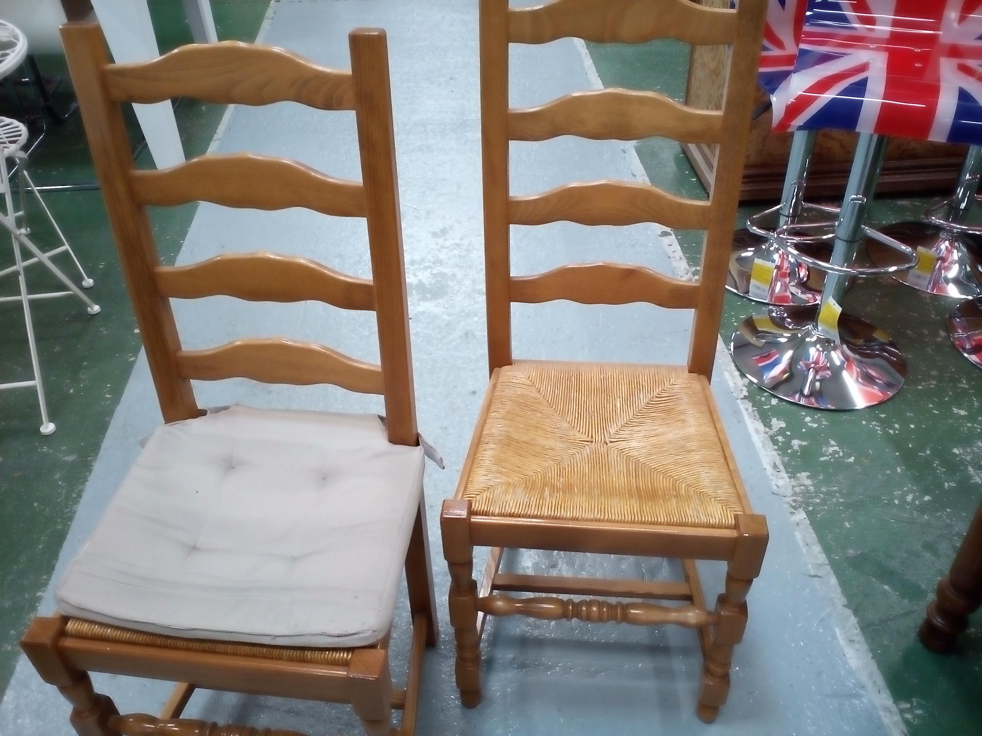 lot de 4 chaises occasion la cabane du troc. Black Bedroom Furniture Sets. Home Design Ideas