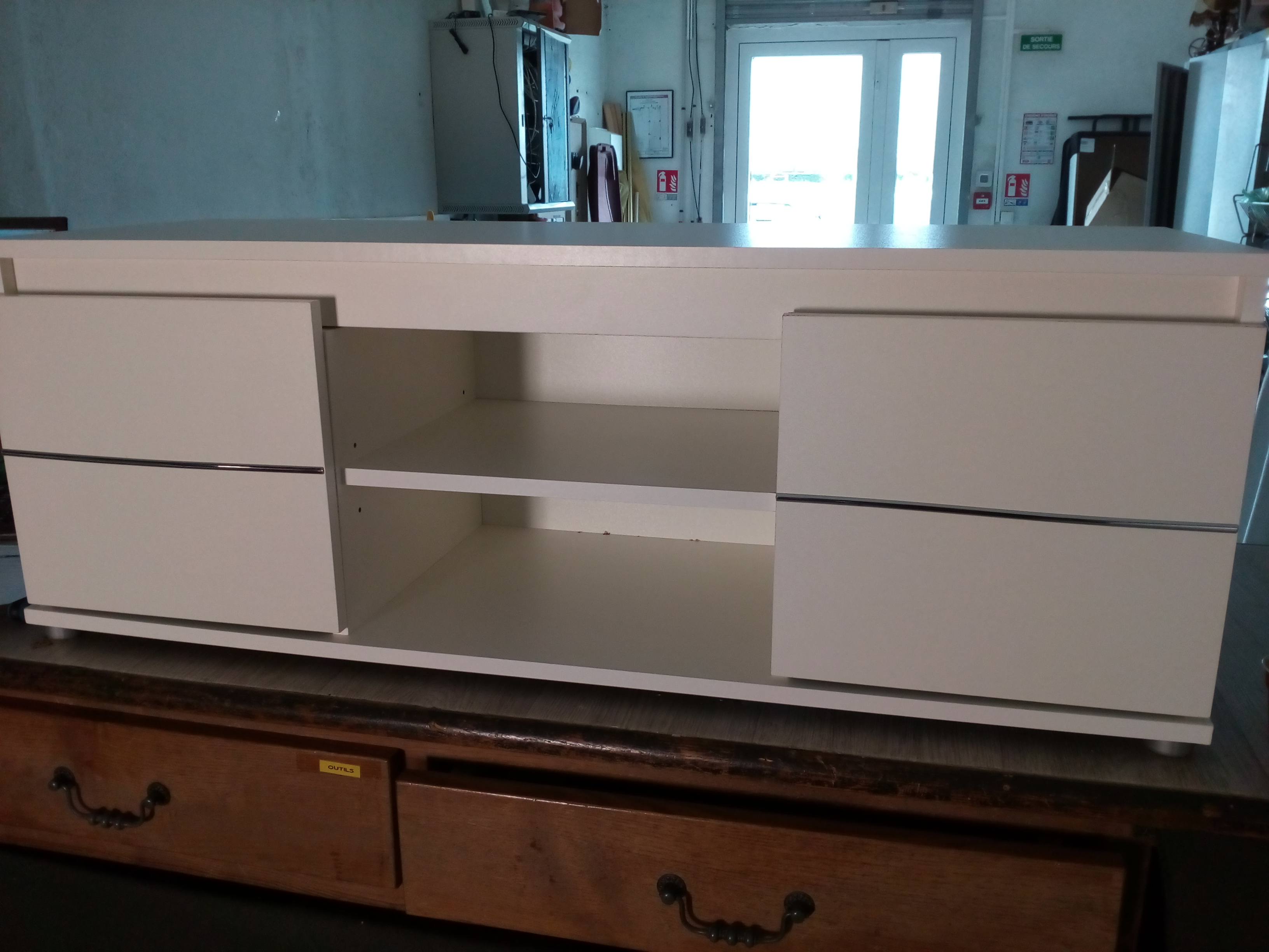 meuble tv moderne blanc neuf valeur internet 79 occasion la cabane du troc. Black Bedroom Furniture Sets. Home Design Ideas
