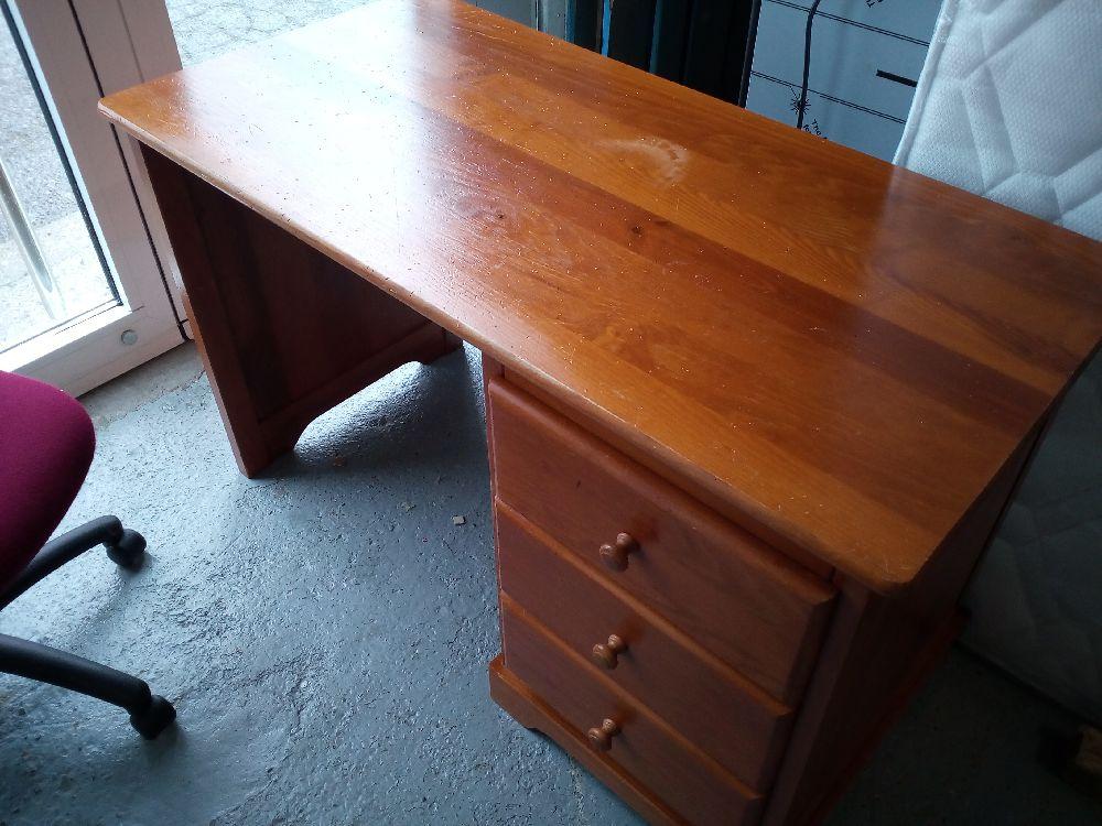 bureau 3 tiroirs bois occasion la cabane du troc. Black Bedroom Furniture Sets. Home Design Ideas