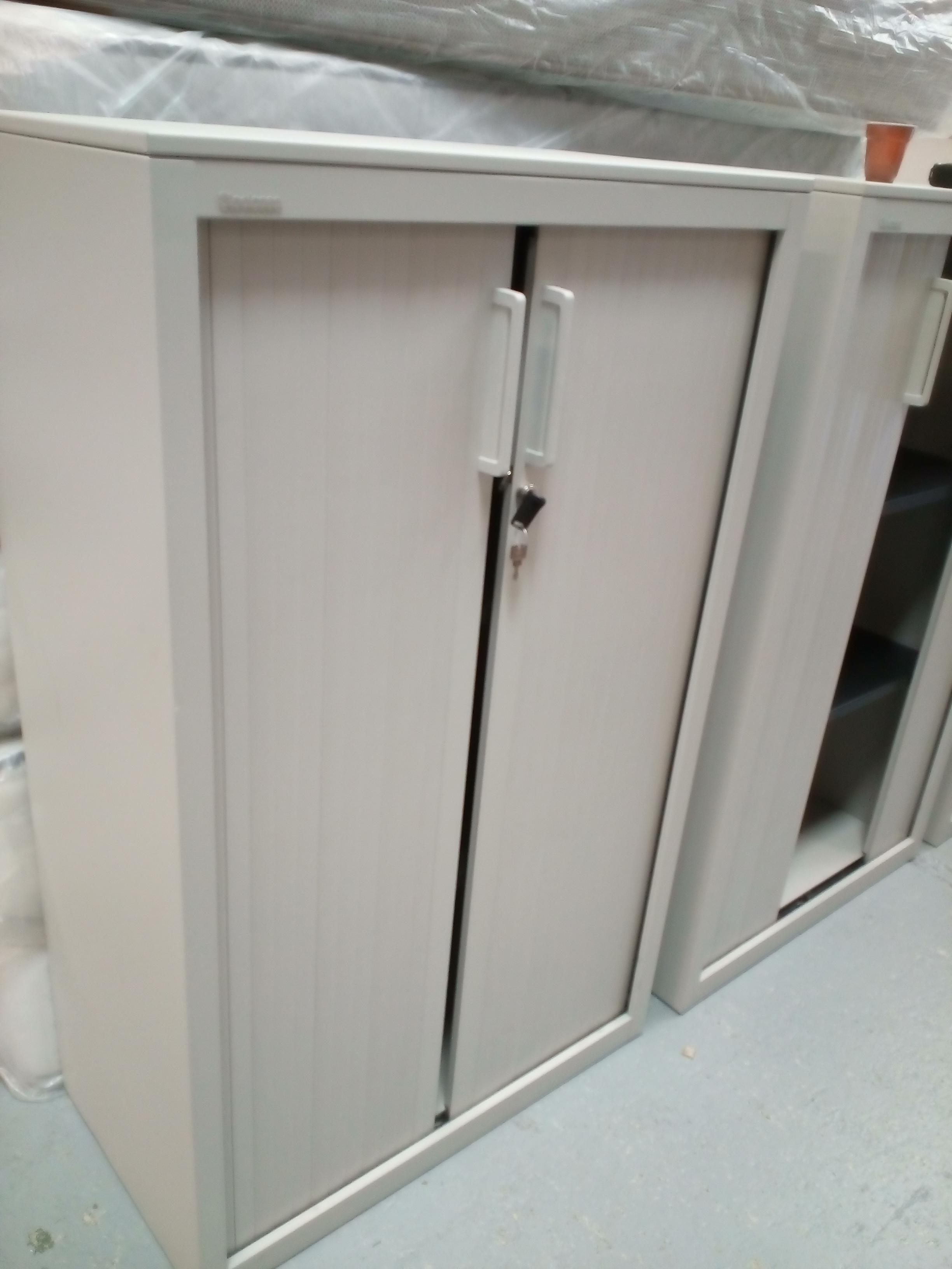 armoire de bureau moyen mod le occasion la cabane du troc. Black Bedroom Furniture Sets. Home Design Ideas