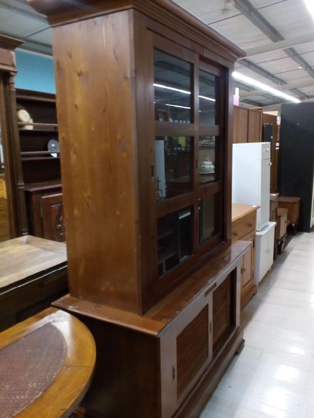 meuble de corps vitr occasion le troc. Black Bedroom Furniture Sets. Home Design Ideas