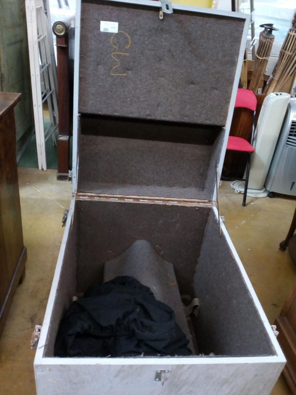 caisse celle de cheval occasion le troc. Black Bedroom Furniture Sets. Home Design Ideas