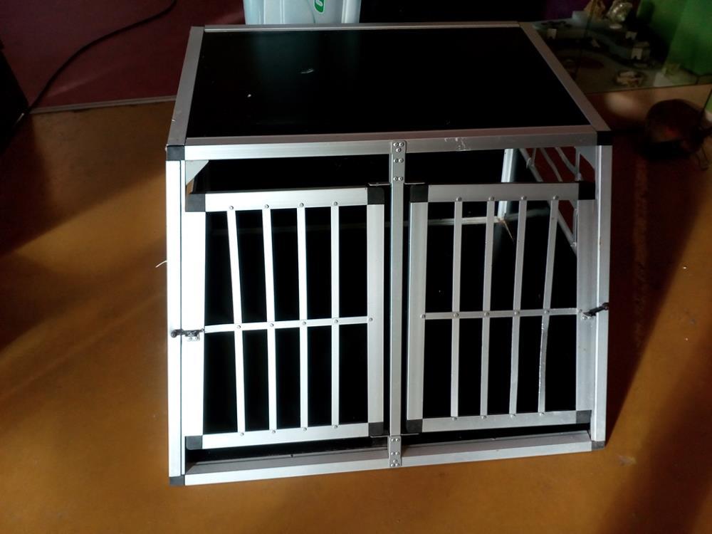 caisse de transport chien occasion le troc. Black Bedroom Furniture Sets. Home Design Ideas