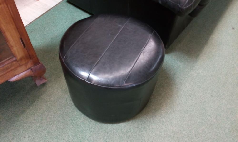 pouf rond noir occasion le troc. Black Bedroom Furniture Sets. Home Design Ideas