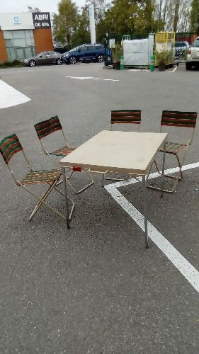 ENSEMBLE  VINTAGE TABLE + 4 CHAISES PLIABLE