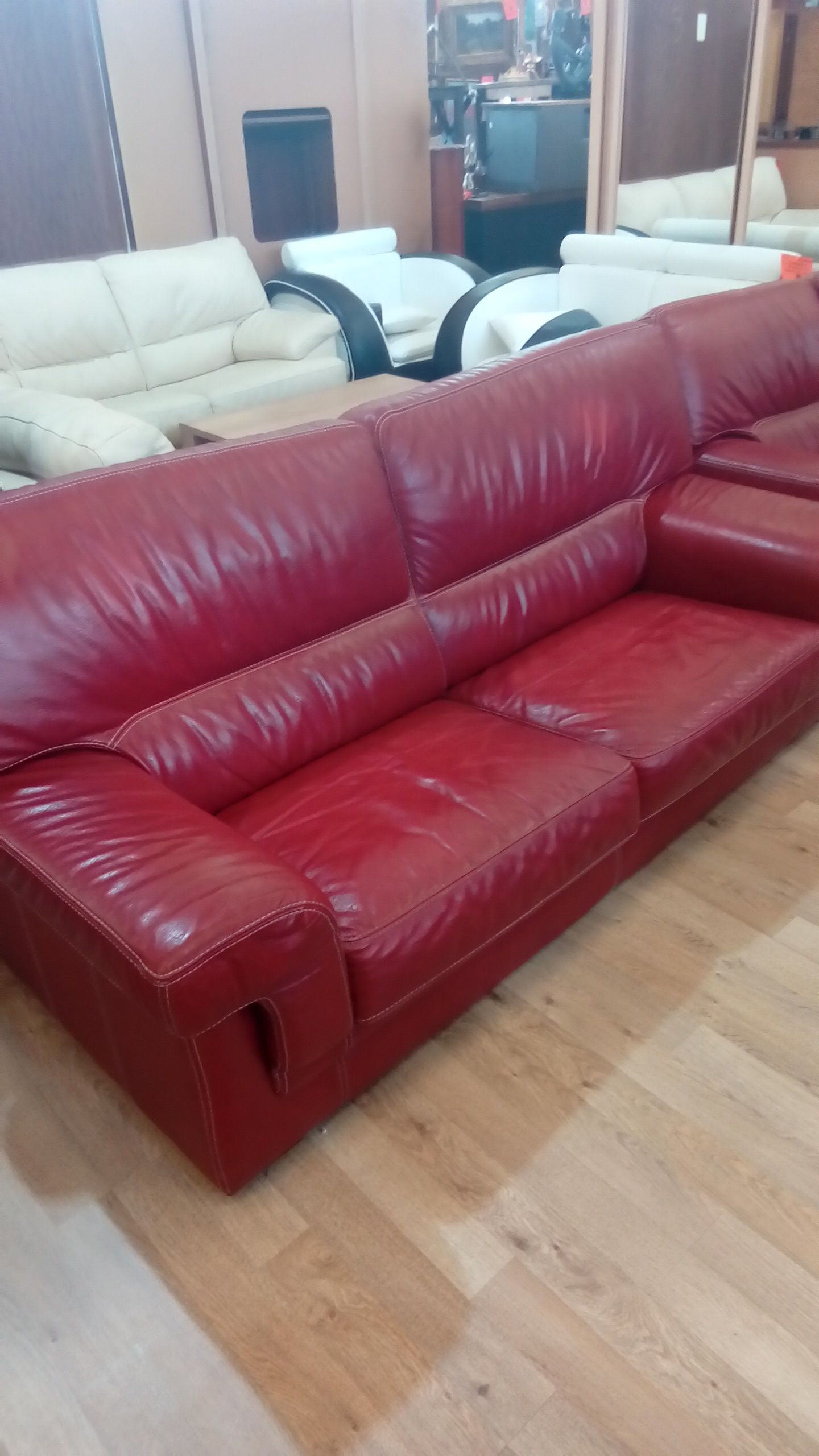 canap 3 places 2 places pouf cuir buffle rouge. Black Bedroom Furniture Sets. Home Design Ideas