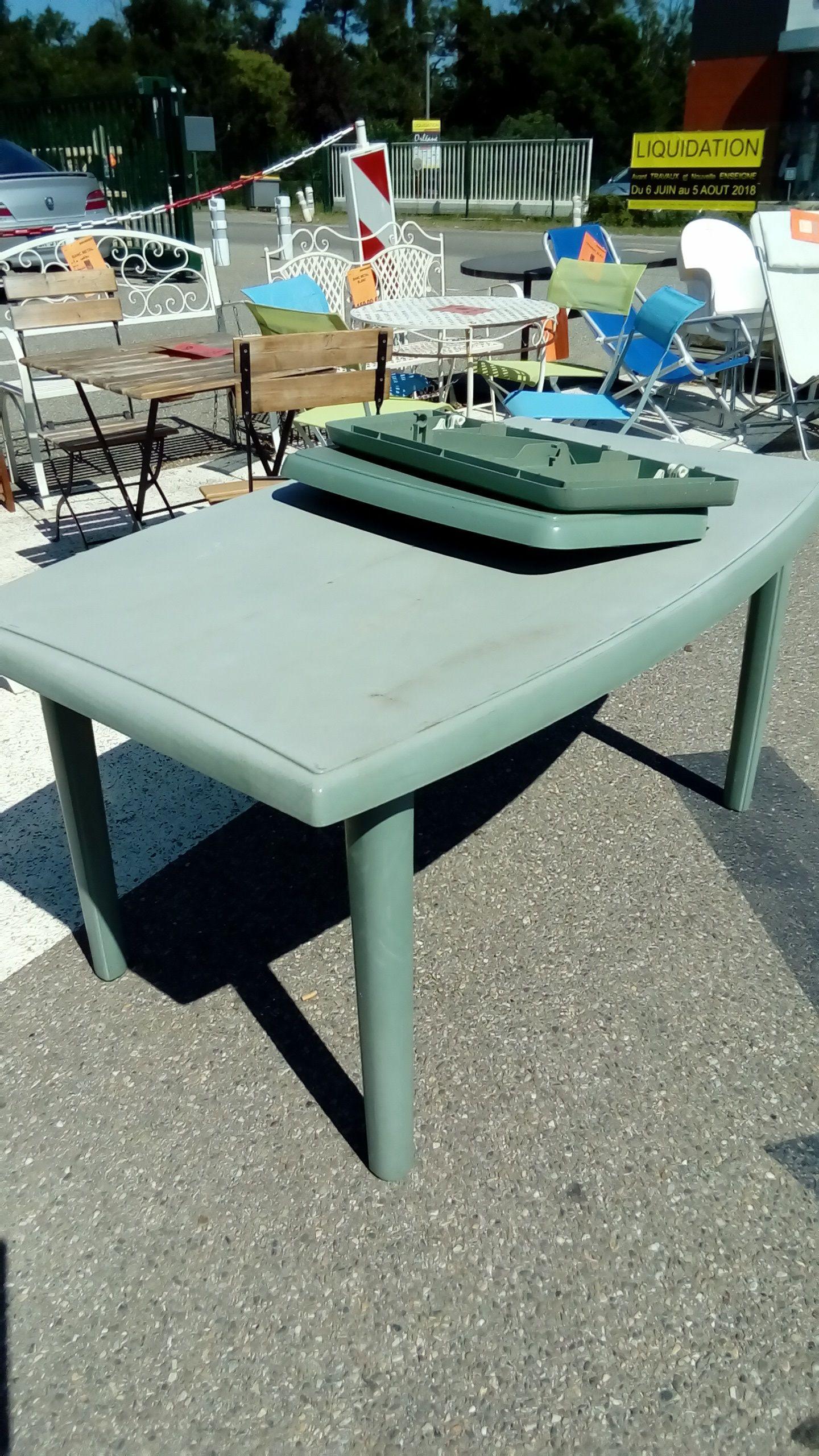 TABLE DE JARDIN +8 CHAISES PVC VERT occasion - Troc Richwiller