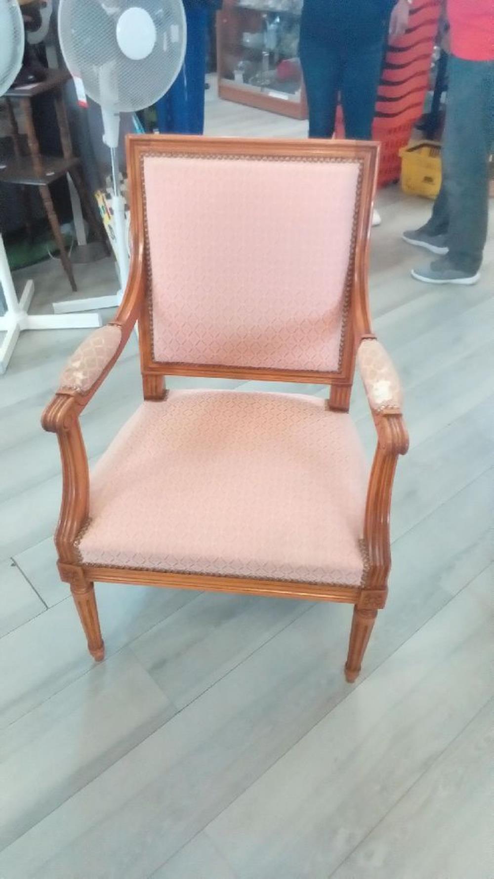 fauteuil l xvi a restaurer occasion troc richwiller. Black Bedroom Furniture Sets. Home Design Ideas