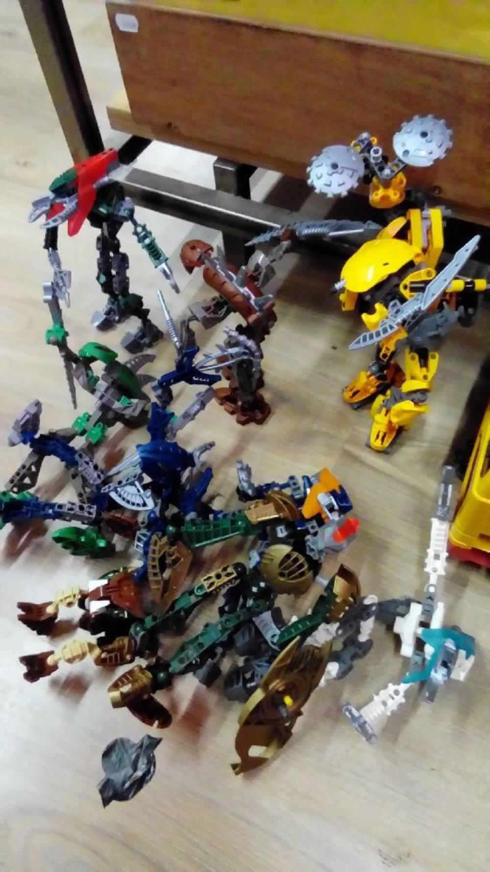 LEGO BIONICLE LE LOT DE 9