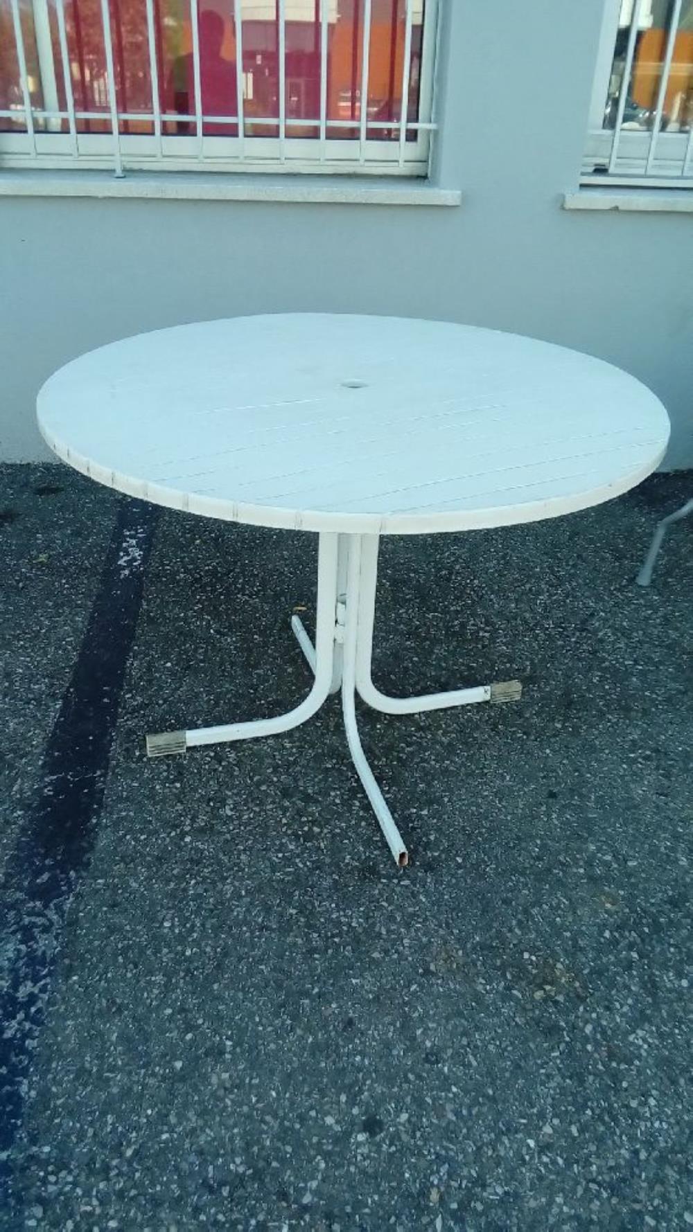 TABLE RONDE DE JARDIN PVC BLANC occasion - Troc Richwiller