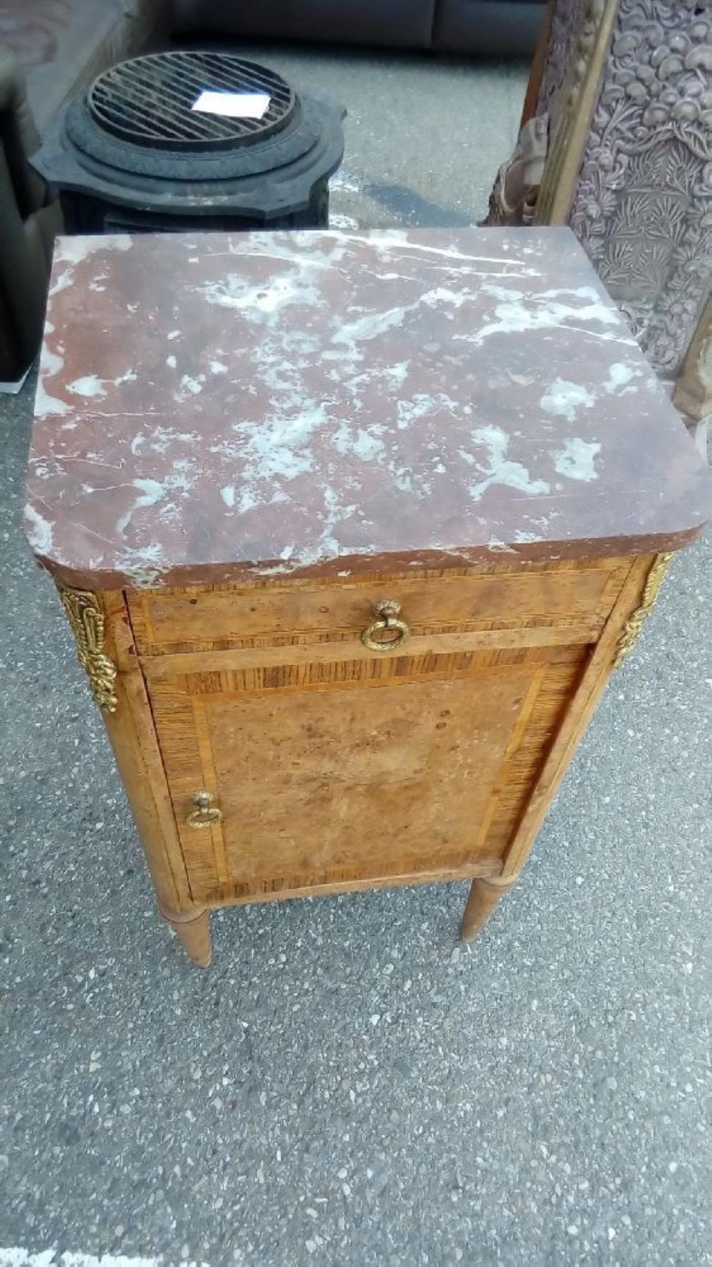 Table de chevet plateau marbre occasion troc richwiller - Table de chevet marbre ...