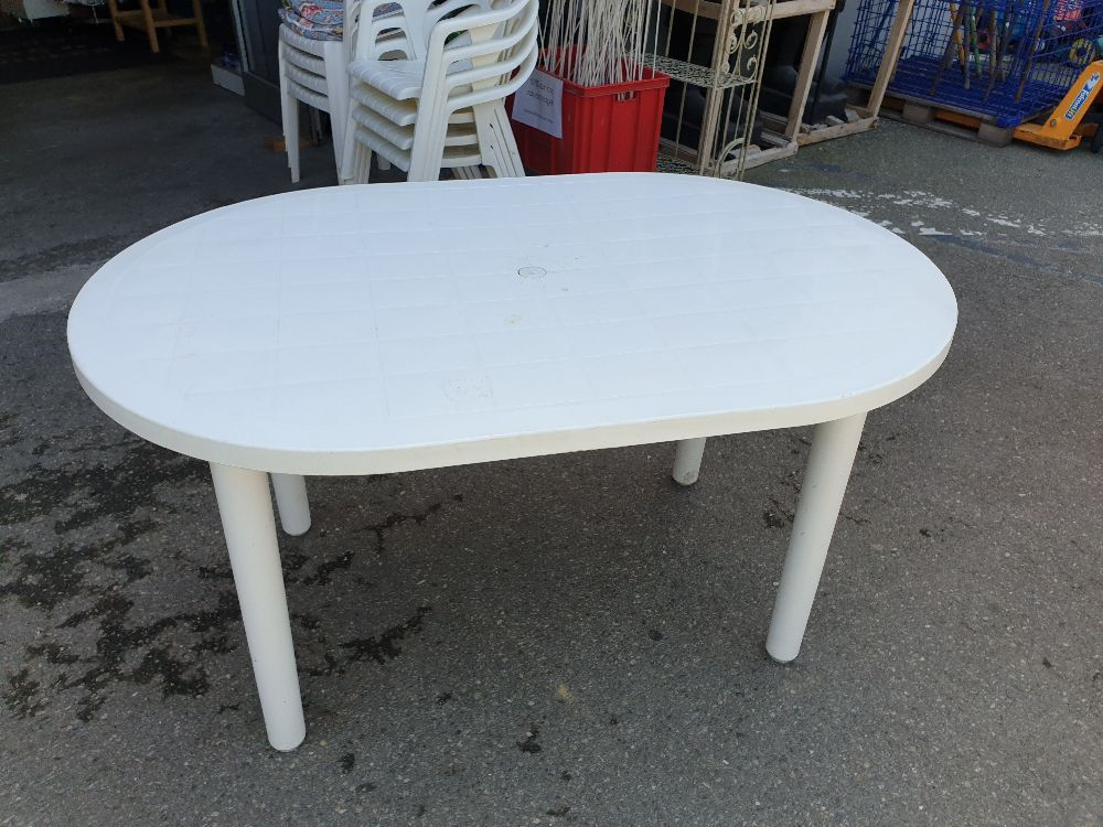TABLE DE JARDIN PVC BLANCHE occasion - Troc Richwiller