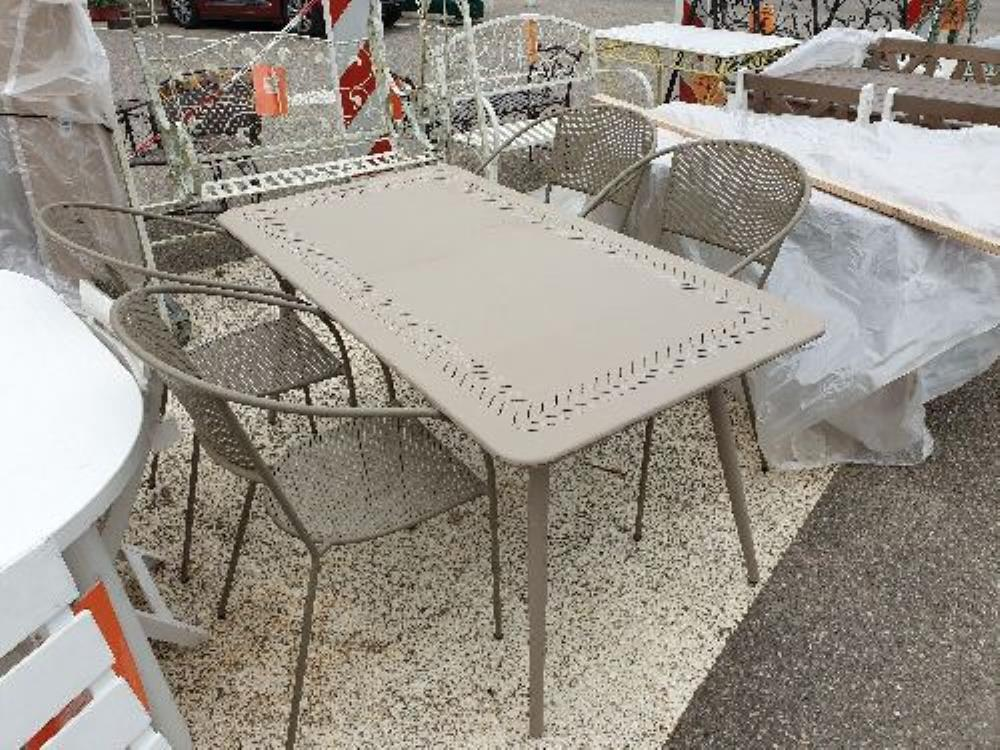 SALON DE JARDIN TABLE + 4 CHAISES METAL occasion - Troc Richwiller