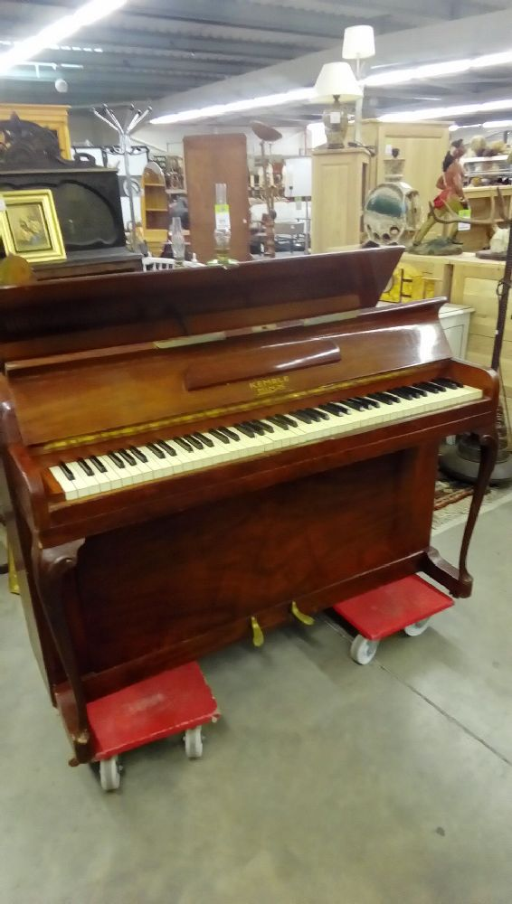 PIANO KEMBLE