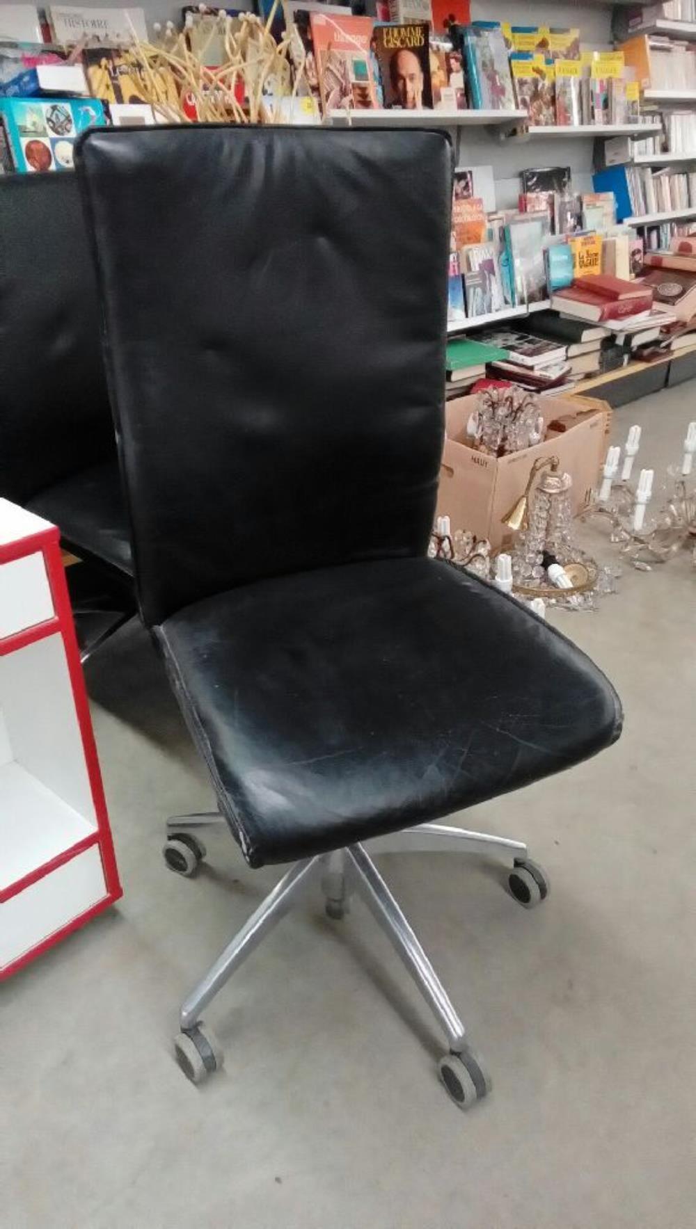 chaise de bureau sur roulettes occasion troc nancy. Black Bedroom Furniture Sets. Home Design Ideas