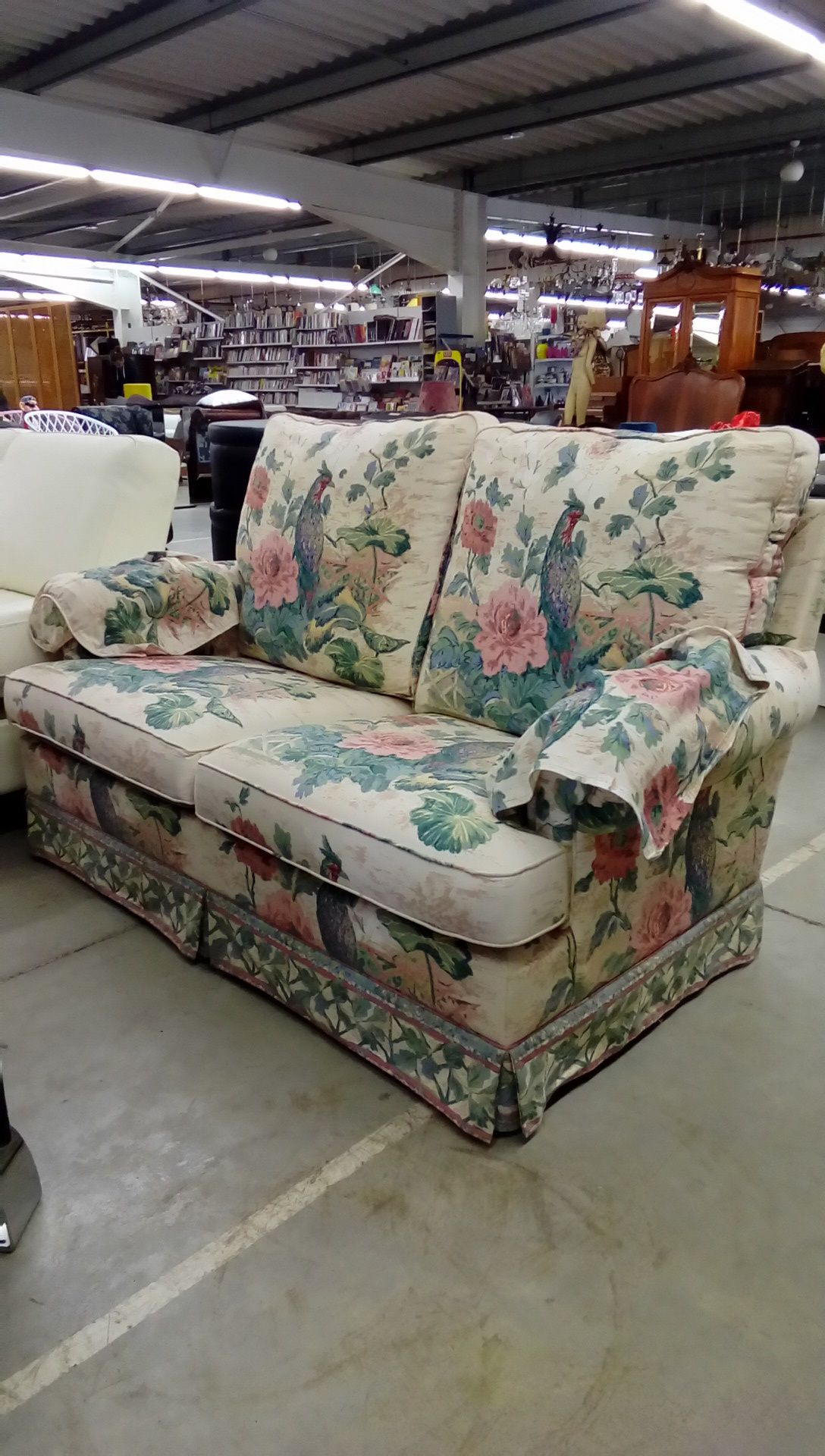 canape tissu fleuri occasion troc nancy. Black Bedroom Furniture Sets. Home Design Ideas