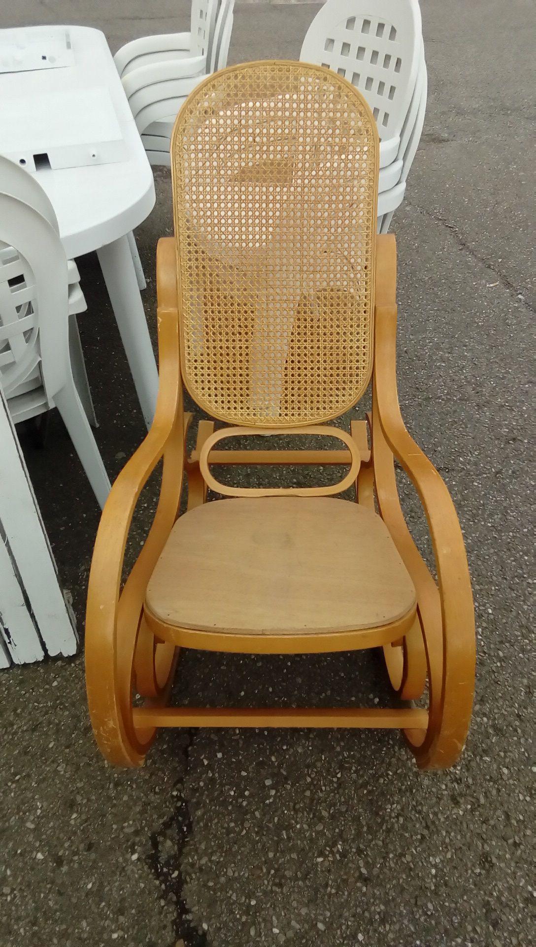 rocking chair occasion troc nancy. Black Bedroom Furniture Sets. Home Design Ideas