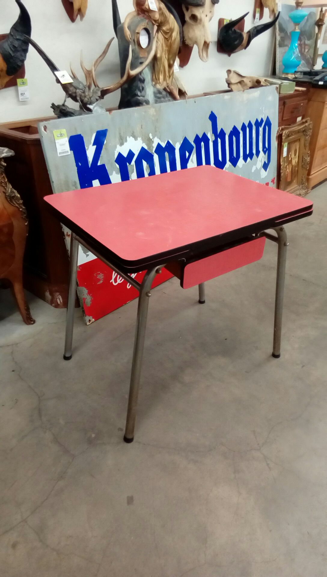 table formica rouge occasion troc nancy. Black Bedroom Furniture Sets. Home Design Ideas