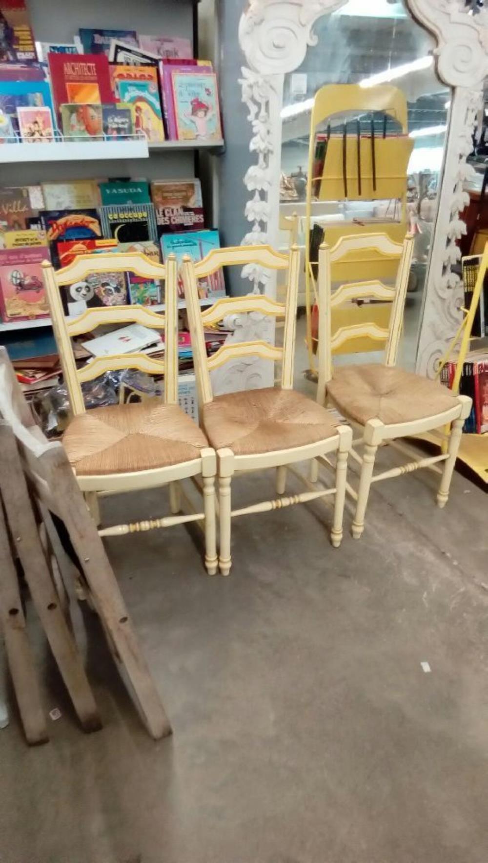 lot de 3 chaises occasion troc nancy. Black Bedroom Furniture Sets. Home Design Ideas