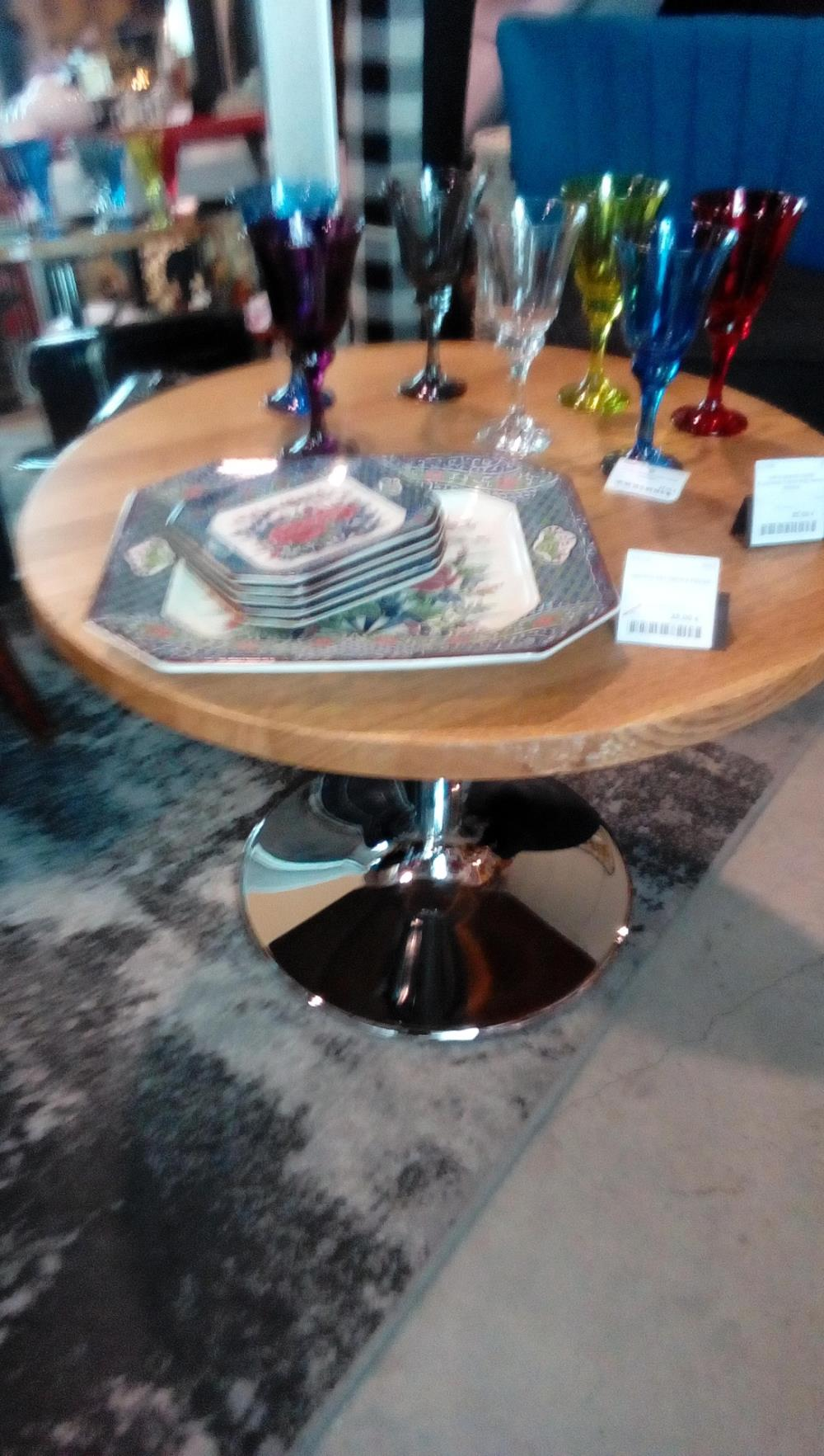 TABLE BASSE RONDE PLAQUAGE CHENE PIED METAL DESIGN