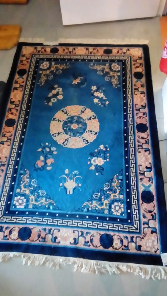 TAPIS LAINE DECOR ASIATIQUE FOND BLEU +FRANGE