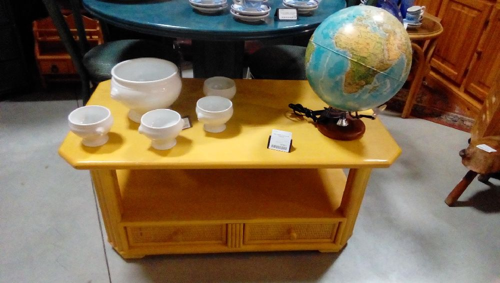 TABLE BASSE ROTIN JAUNE +2TIROIRS