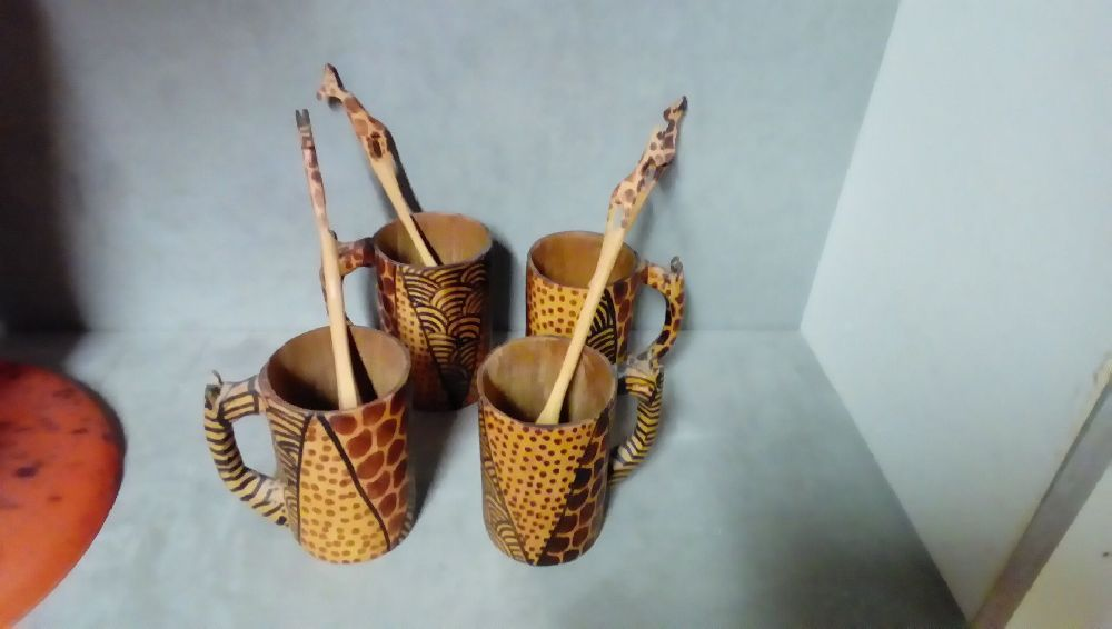 LOT DE 4 TASSES+CUILLERES DECOR GIRAFE
