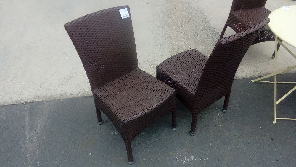 LOT DE 4 CHAISES RESINE TRESSEES