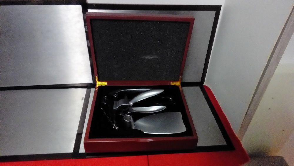 set oenologue dans boite occasion la boutique du chineur. Black Bedroom Furniture Sets. Home Design Ideas