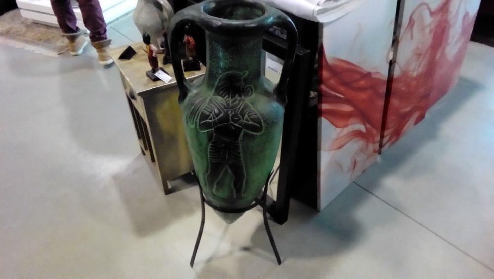amphore ceramique sur pied tripode metal occasion la boutique du chineur. Black Bedroom Furniture Sets. Home Design Ideas