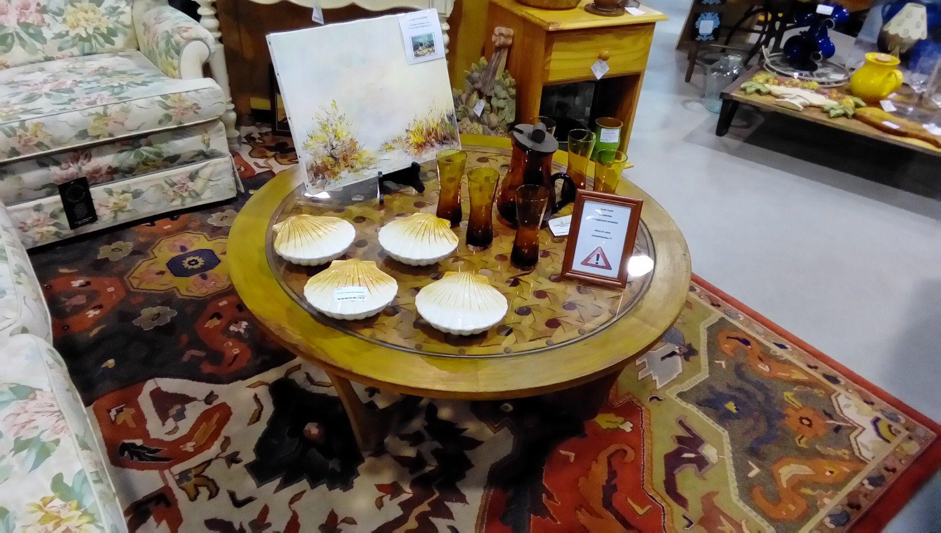 table basse ronde annee 50 cuir bois occasion la boutique du chineur. Black Bedroom Furniture Sets. Home Design Ideas