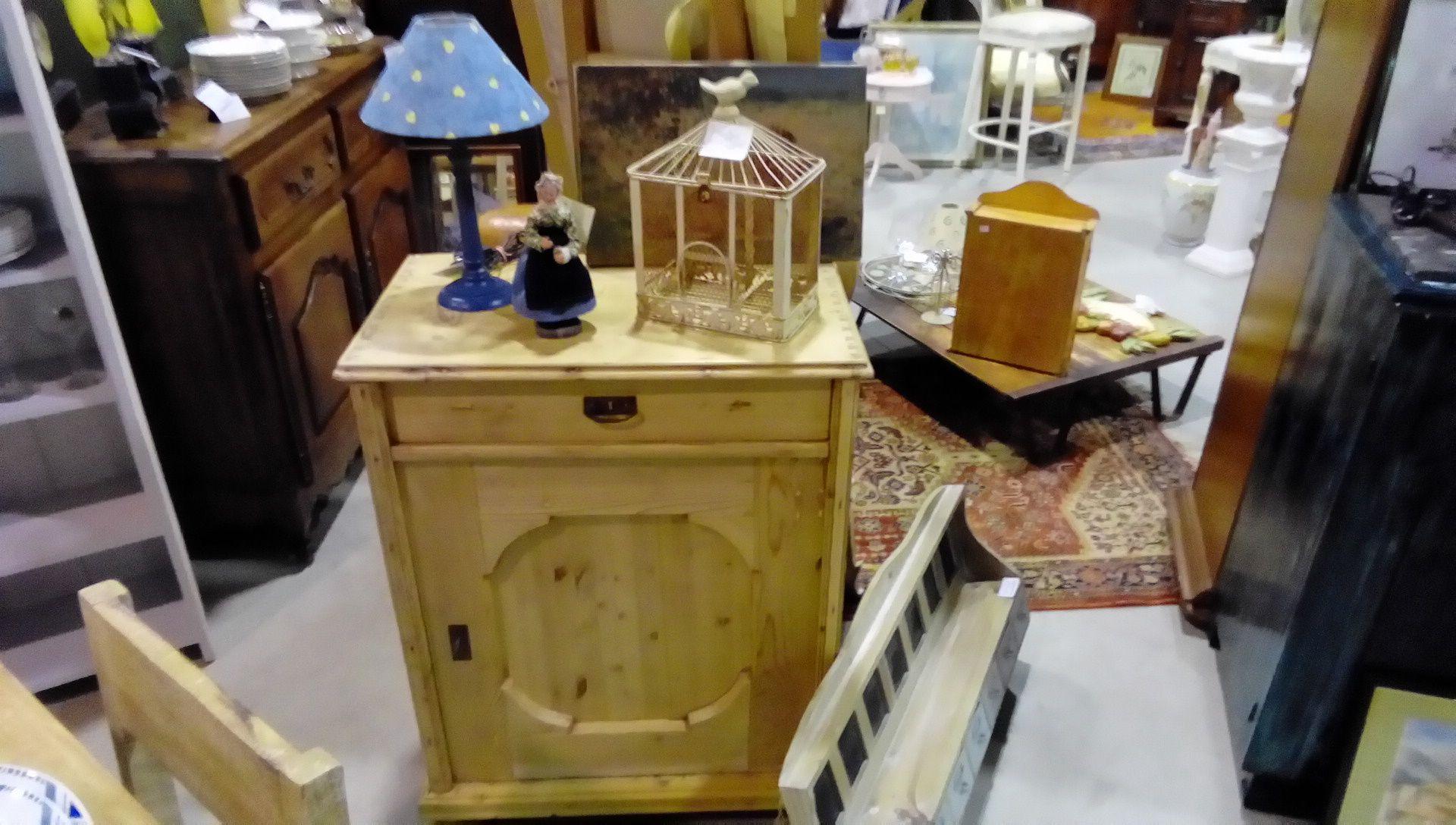meuble pin massif 1t 1p occasion la boutique du chineur. Black Bedroom Furniture Sets. Home Design Ideas