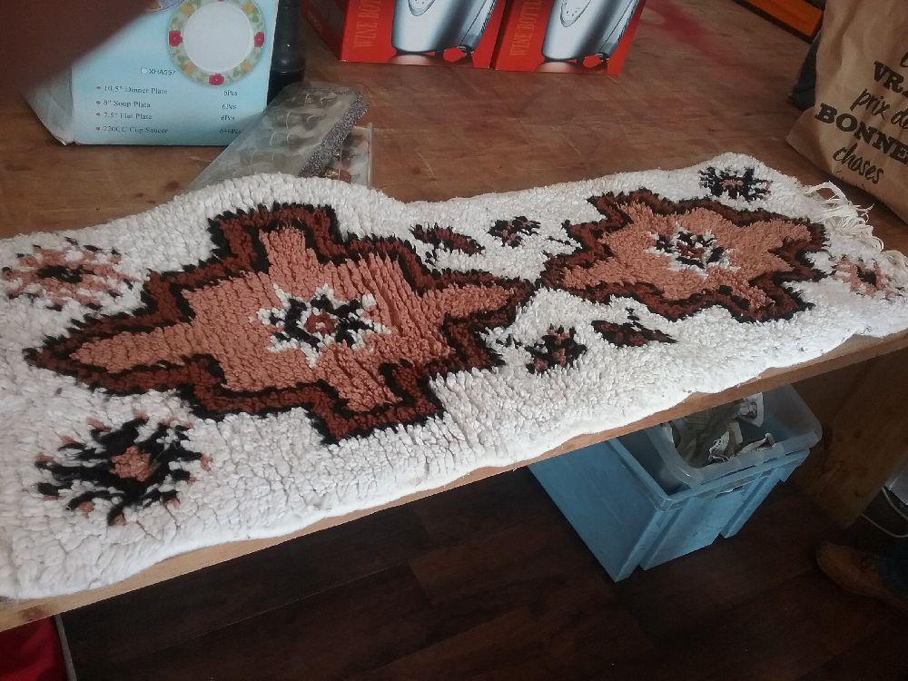 petit tapis blanc occasion troc carcassonne. Black Bedroom Furniture Sets. Home Design Ideas