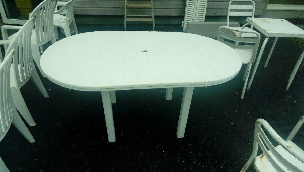TABLE DE JARDIN RESINE BLANC occasion - Troc Fecamp