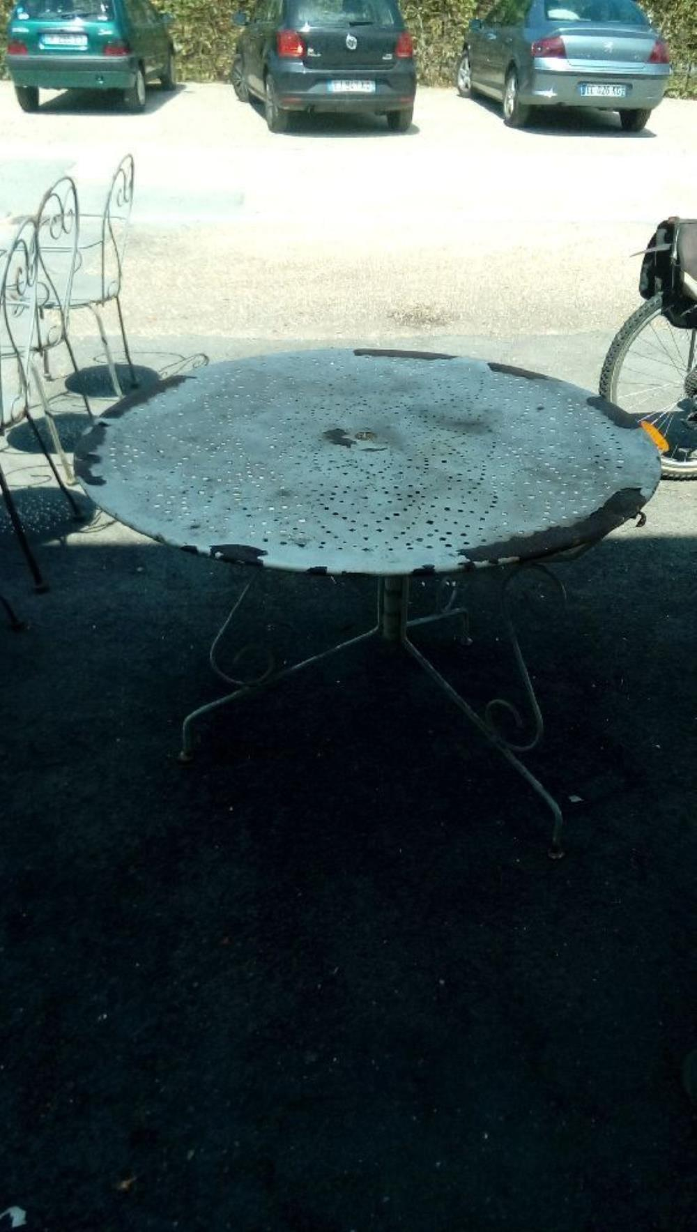TABLE DE JARDIN RONDE METAL BLANC occasion - Troc Fecamp