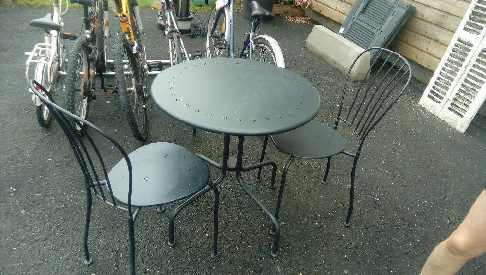 TABLE ET 2 CHAISES DE JARDIN METAL occasion - Troc Fecamp