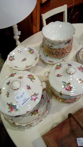 SERVICE DE TABLE DECOR FLEURS PORCELAINE LOURIOUX