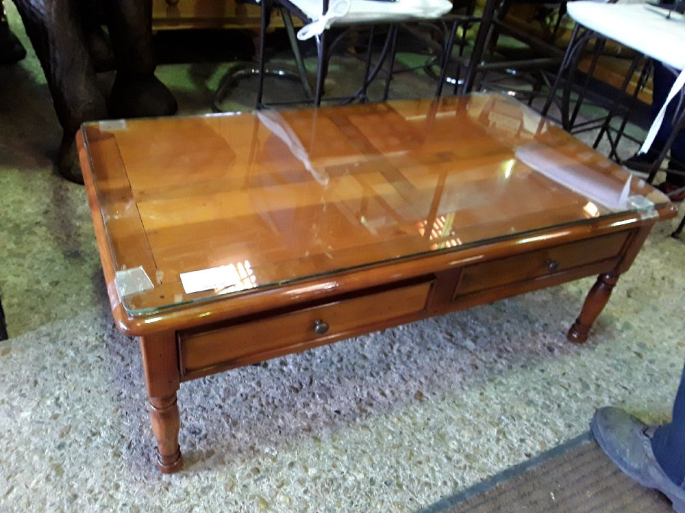 TABLE BASSE MERISIER 60X110  2T 1 TABLETTS + VERRE LEGER BRECH