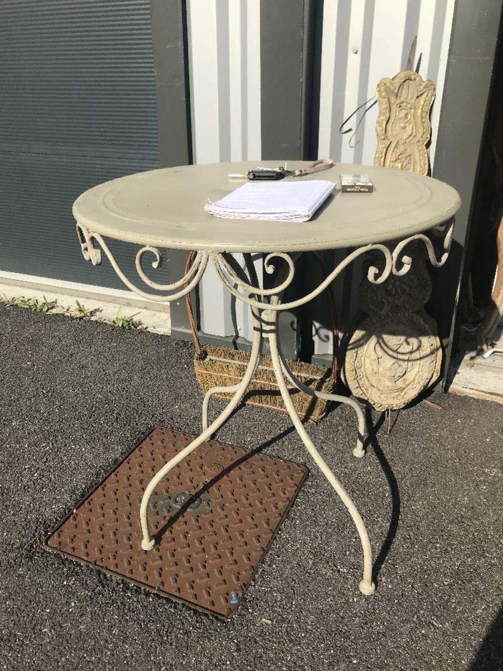 TABLE DE JARDIN METAL GRIS occasion - Destock et Broc