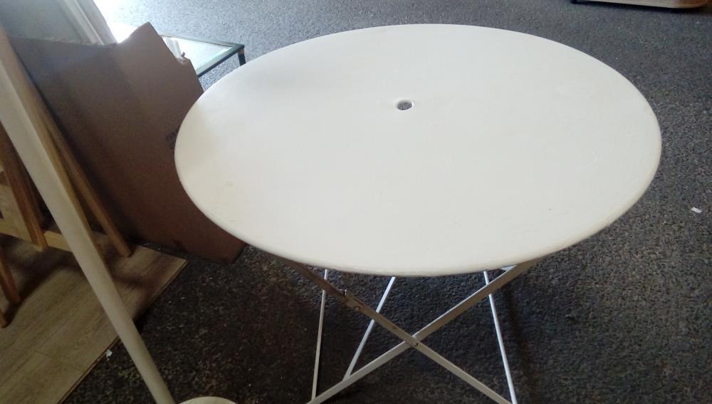 TABLE DE JARDIN FER BLANCHE occasion - Troc-Cash