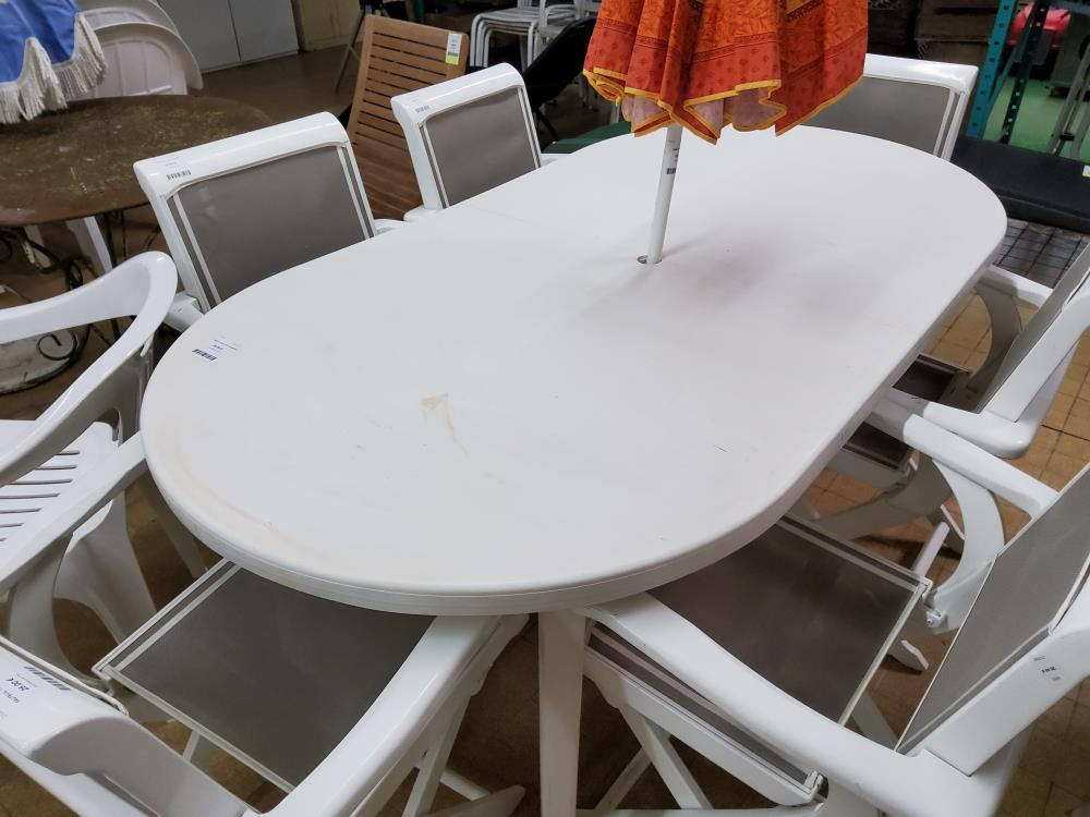 TABLE OVALE PVC BLANCHE