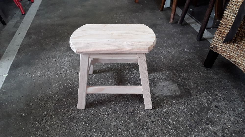 TABOURET REPO PIEDS GM PIN BRUT