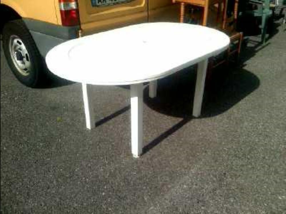 TABLE DE JARDIN BLANCHE OVAL occasion - Troc Annecy