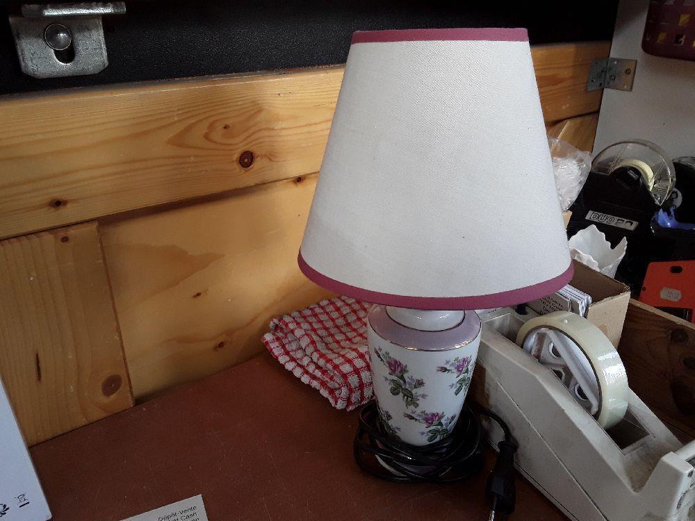 Troc Blanc Deco Occasion De Annecy Lampe Fleur Abat Jour Chevet Pied DWHEI29