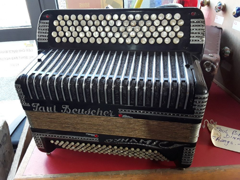 ACCORDEON PAUL BEUSCHER DYNAMIC 5 RANGS 3 VOIX 2 REGISTRES 120 BASSES 3X3