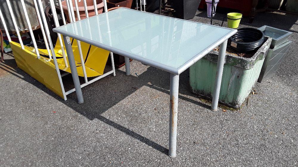 TABLE DE JARDIN D\'EXTERIEUR PIED METAL PLATEAU PLEXY occasion - Troc ...