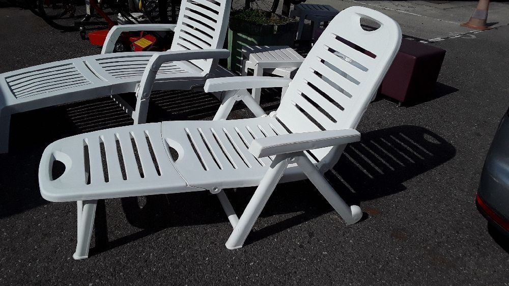 bain de soleil sur roulettes plastique pliante couleur. Black Bedroom Furniture Sets. Home Design Ideas