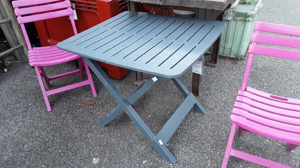 TABLE DE JARDIN PLIANTE PLASTIQUE COULEUR GRISE DIM : H70*L80*P75 ...