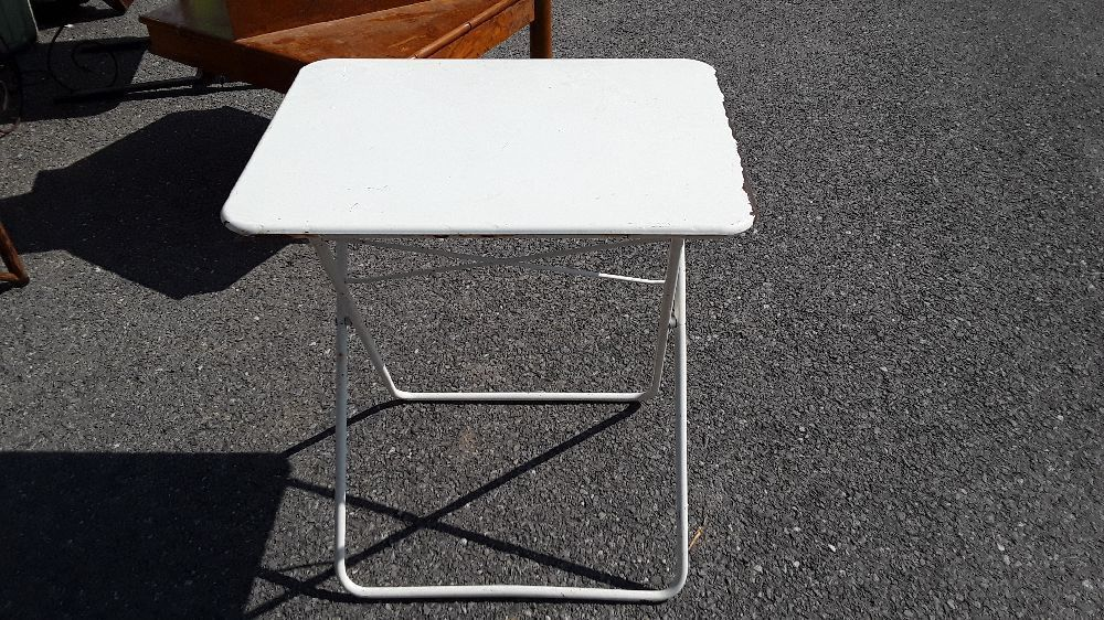 TABLE DE JARDIN PLIANTE EN METAL COULEUR BLANC