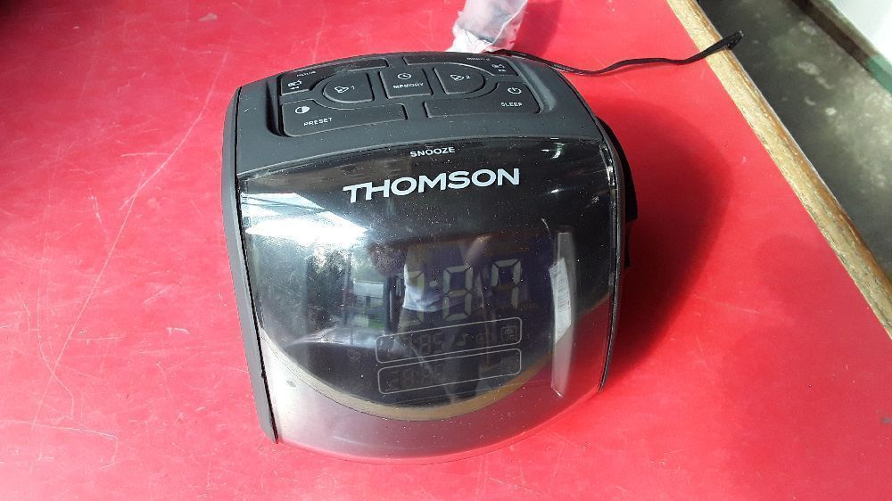 RADIO REVEIL DOUBLE ALARME PROJECTION HEURE THOMSON CP284